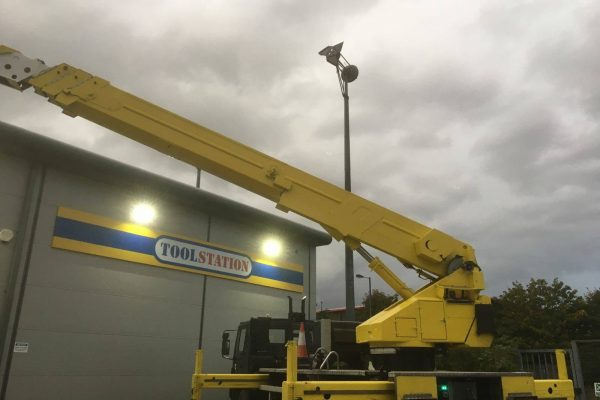 commercial cherry picker and access platform hire